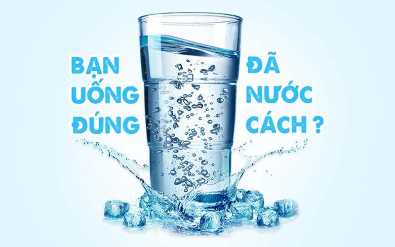 Uống nước đúng cách.